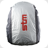 Ryggsäck med regnskyddet på.