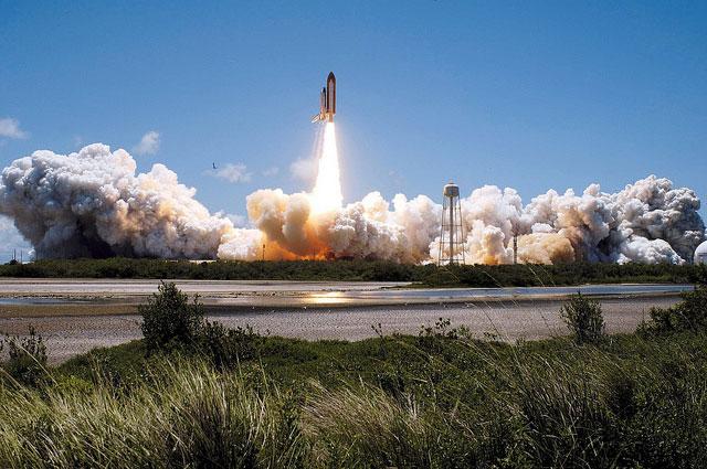 Space shuttle som startar