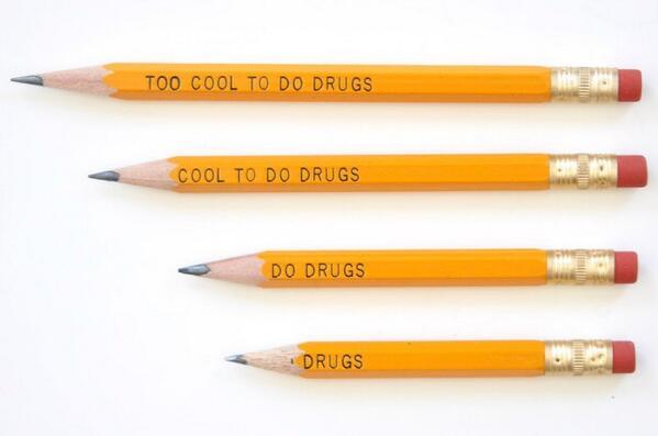 Penna med texten 'Too cool to do drugs' – men när den vässas blir budskapet allt drogliberalare